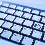 キーボード上にあるLikeボタンの写真