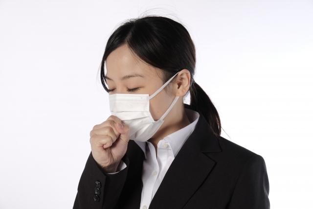 マスクをしている就活生の写真